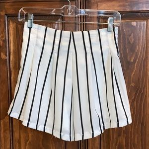 White high wasted flow shorts